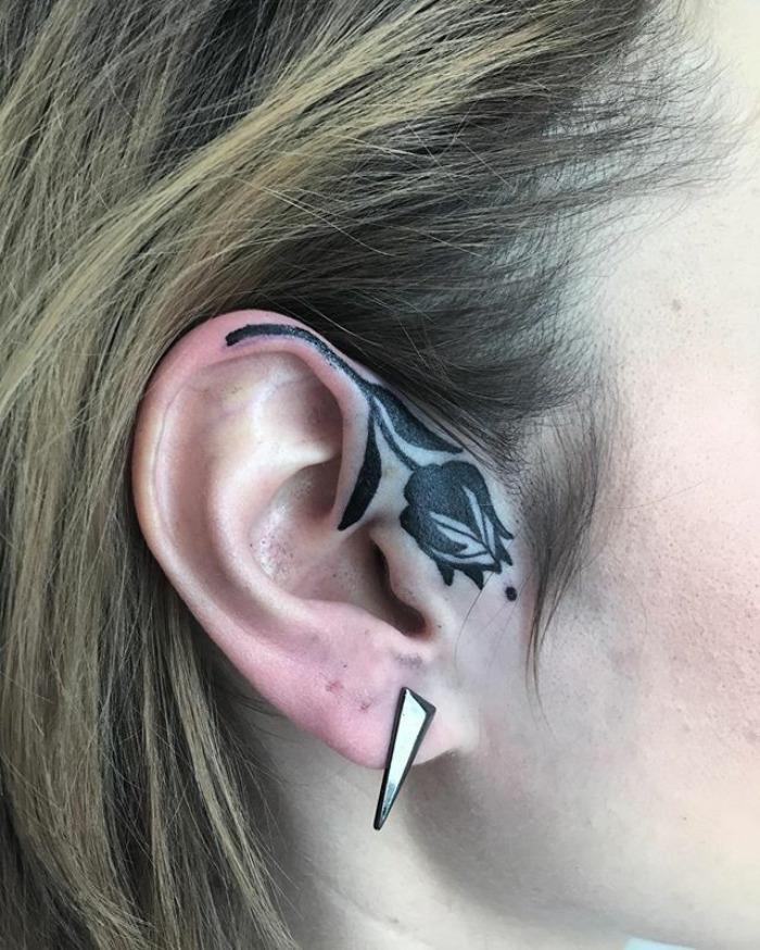 тату на ушах, татуировка на ушах