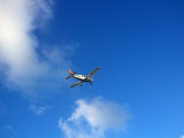 парашютист, скайдайвер, самолет, зацепился,