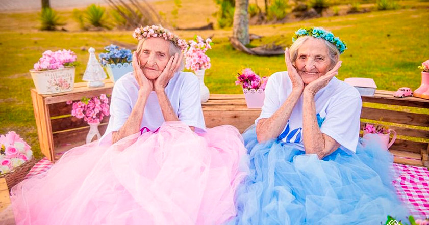 близнецы, близняшки, фотосессия близняшек, близняшки старушки, пожилые близняшки,