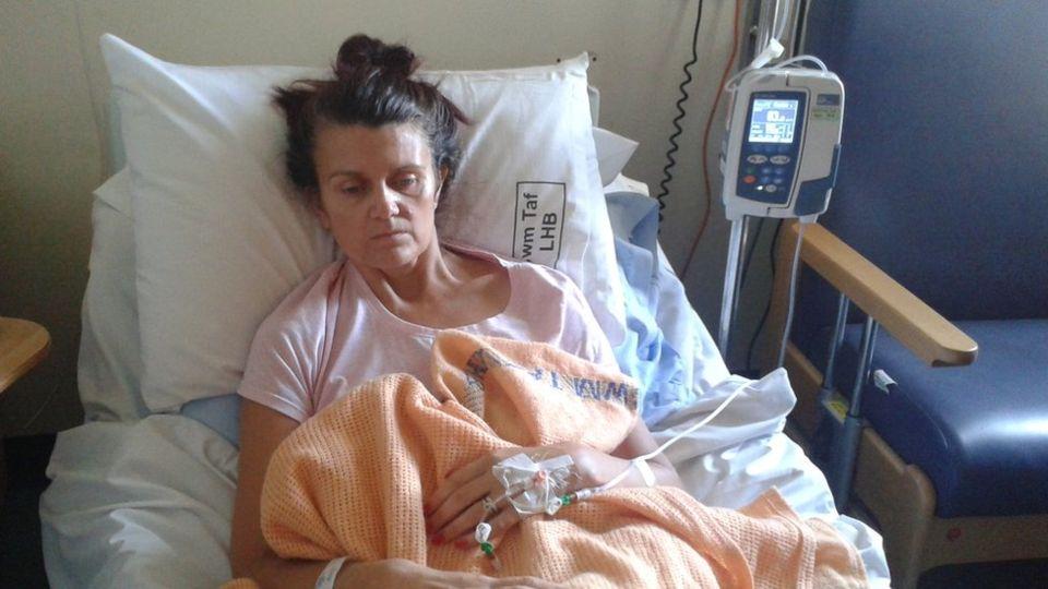 Британские врачи два года путали симптомы рака желудка у Тины Локк с депрессией. Фото №1