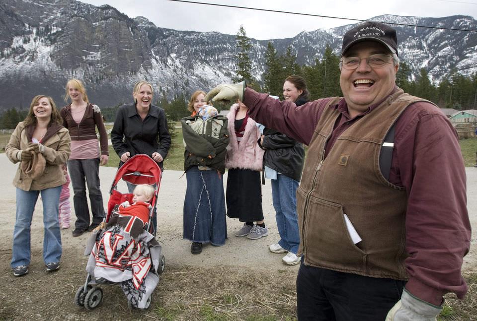 Канадский суд признал отца 145 детей виновным в многоженстве