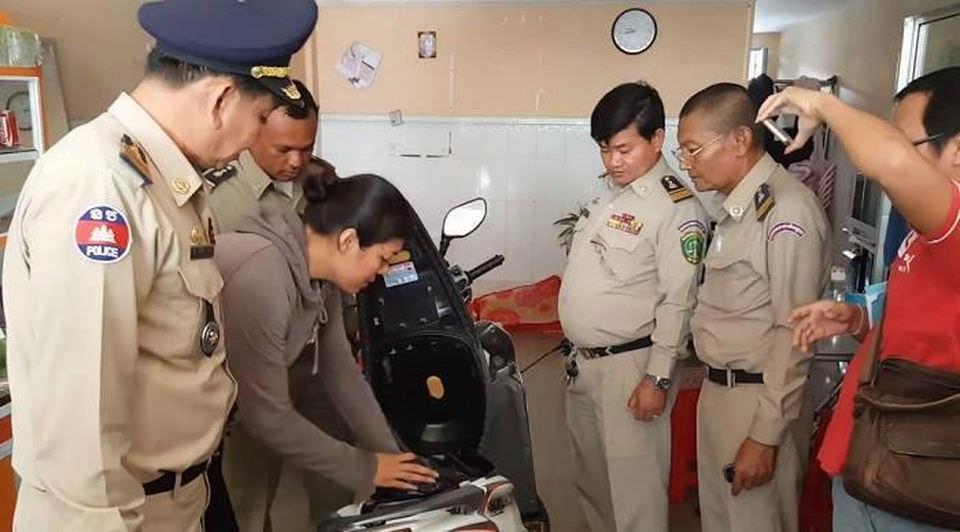 В Камбодже женщина украла ребенка у подруги, засунула его в мешок и выбросила